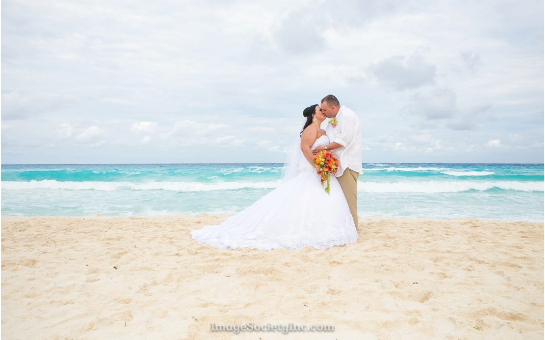 Mr. & Mrs. Vandeloo: Mexico Wedding